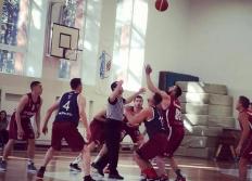 Basketbolistiem turpinās cīņas playoff