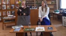 Laura Vinogradova salacgrīviešus mudina lasīt skaļi.