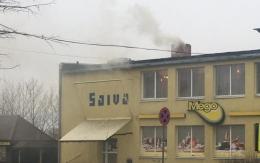 Par dūmiem pie veikala Mego
